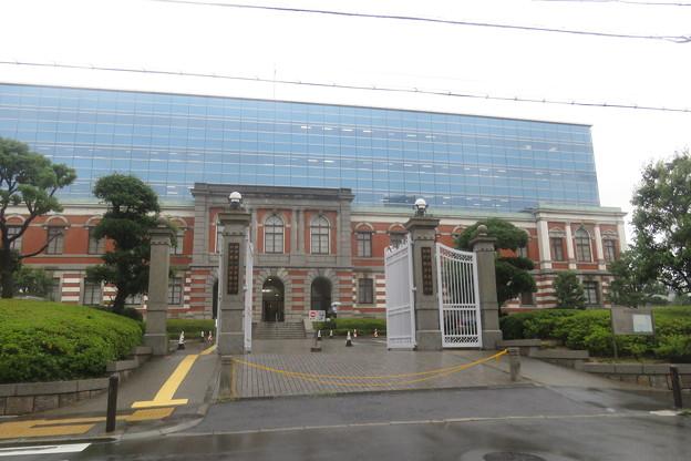 雨の日の神戸地方裁判所_02