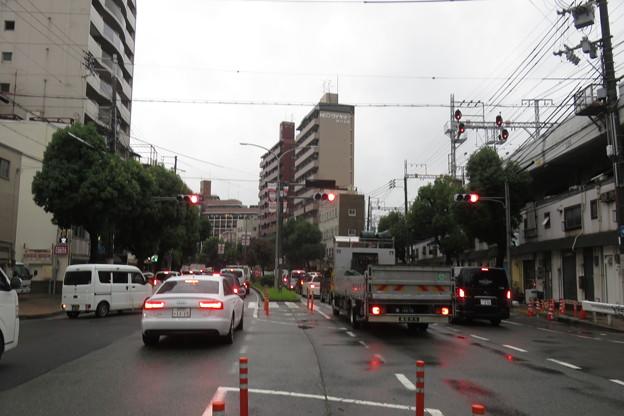JR元町高架下 道路渋滞_01