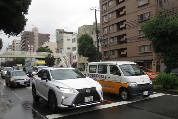 JR元町高架下 道路渋滞_02
