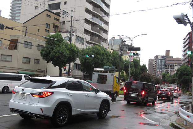 JR元町高架下 道路渋滞_03