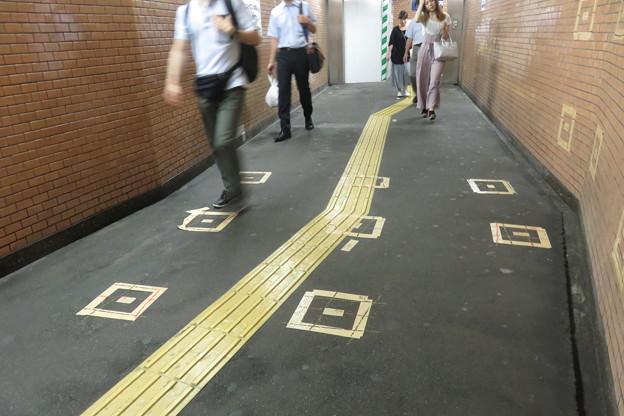 花隈駅バリアフリー化 地下通路_03