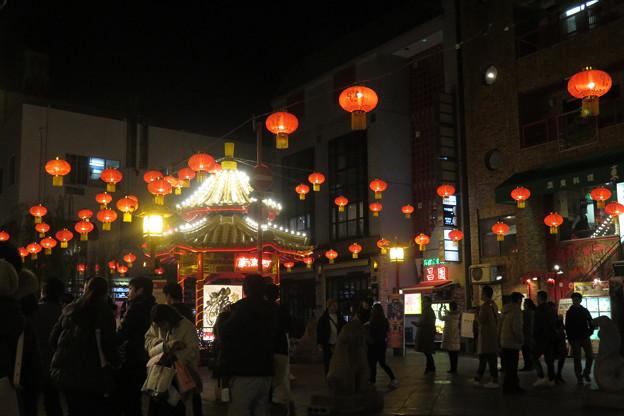 南京町広場とランタン_03