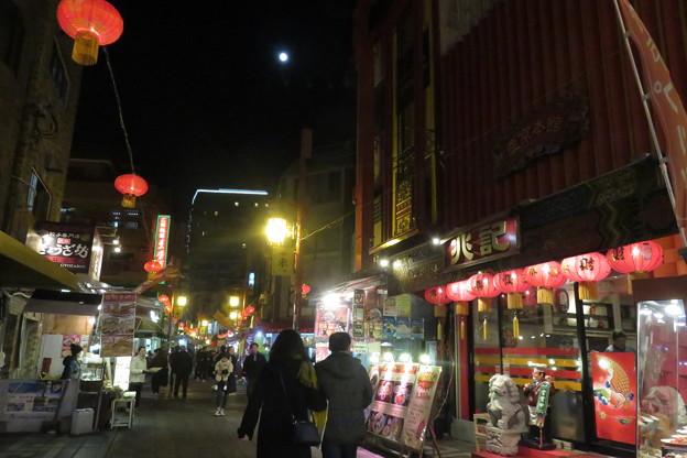 南京町 お月様とランタン_02