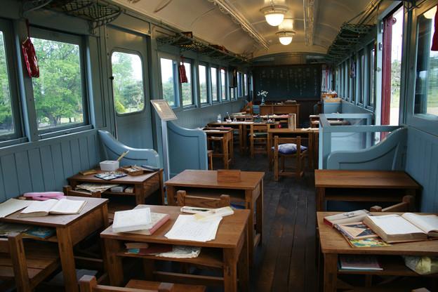 電車の中は教室_02