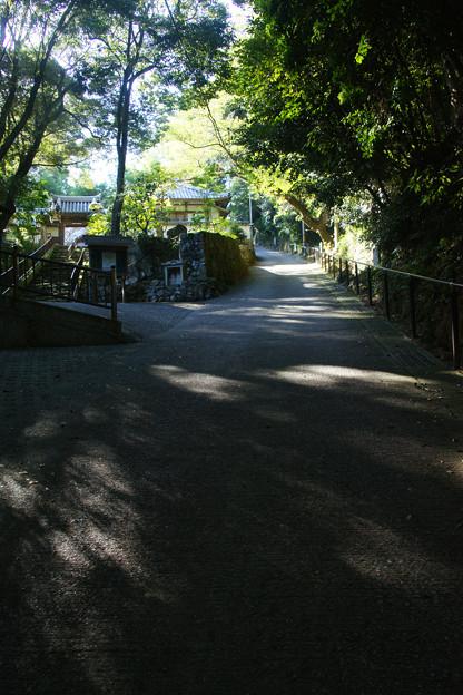 光明寺 急な坂道_01