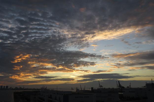 ポートアイランドの朝の雲_03