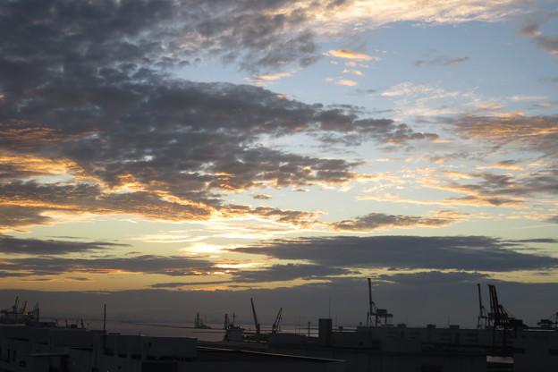 ポートアイランドの朝の雲_04
