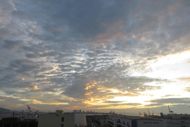 ポートアイランドの朝の雲_06