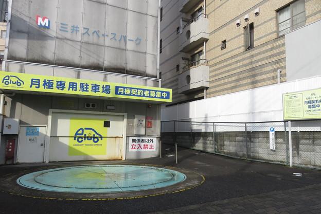 解体される立体駐車場