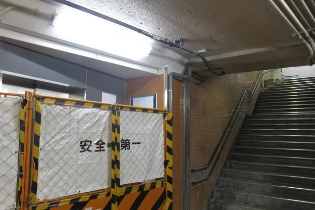上りホームと地下通路_02