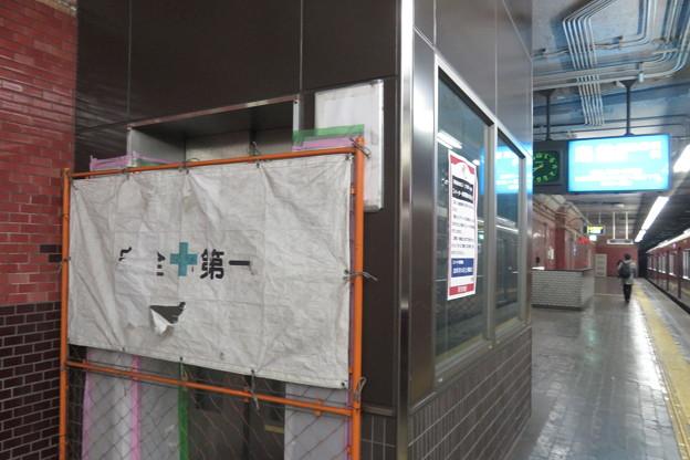 下りホームと地下通路_02