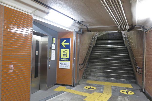 花隈駅上りホーム エレベーター_01
