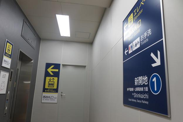 花隈駅改札 エレベーター_01