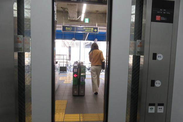 花隈駅改札 エレベーター_05