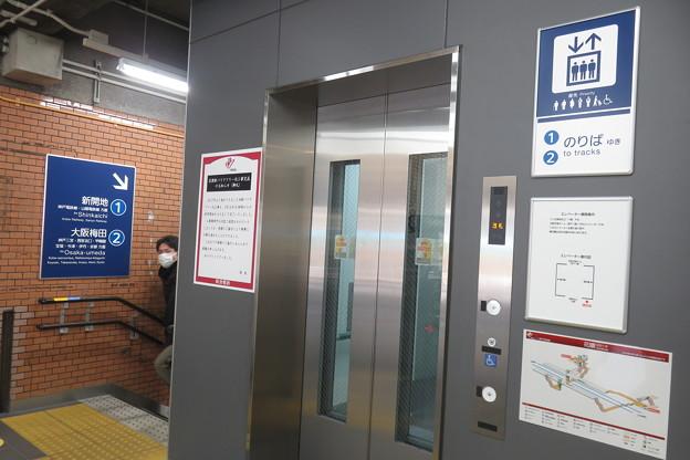 花隈駅改札 エレベーター_06