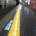 Photos: 花隈駅 ホームの床表示_03