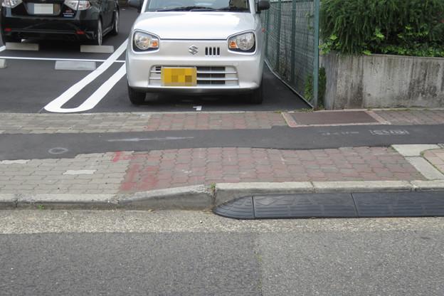 平面駐車場 入口の段差