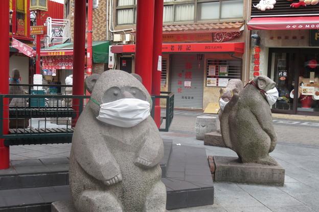 Photos: 南京町広場のマスクたち_02