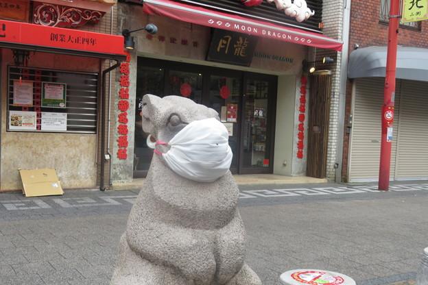 南京町広場のマスクたち_05