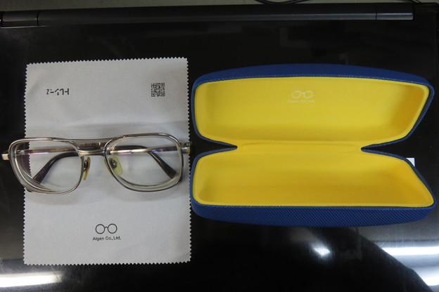 メガネケースをサービス