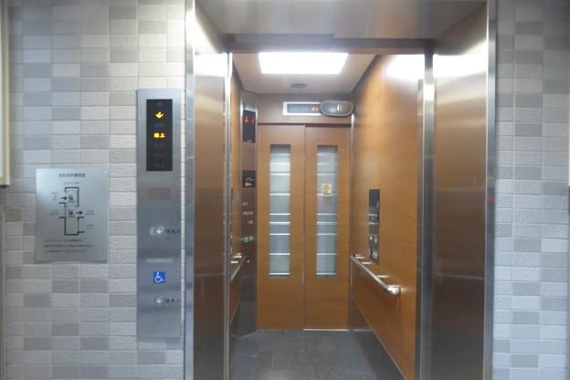 西元町駅 地上から改札入口へ_01