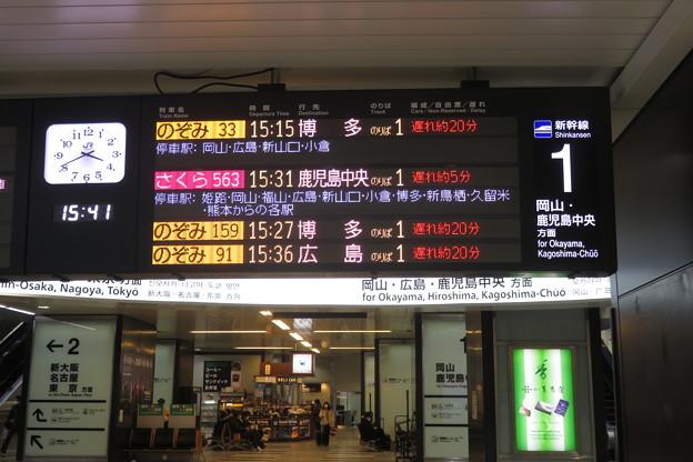 新神戸駅 改札列車案内