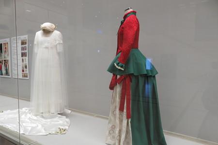 絵画をもとに再現したドレス