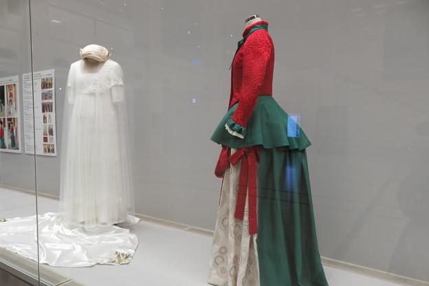 Photos: 絵画をもとに再現したドレス