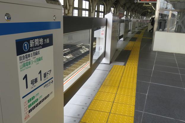 阪急三宮駅 ホームドア_01