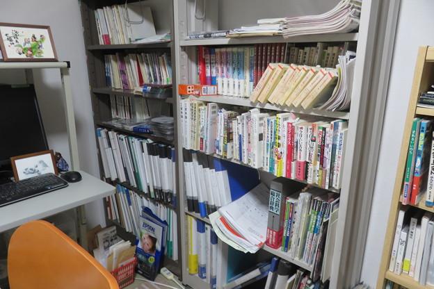 本棚 書籍や旅行資料など完了_01