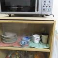 茶だんすに板を設置 ガラス戸がスムーズに動く