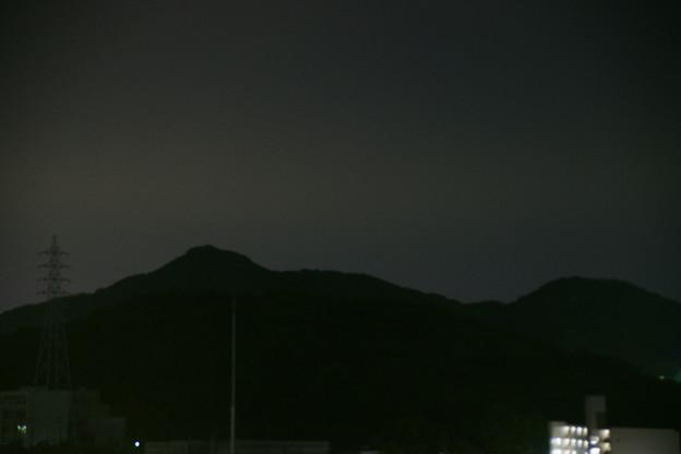 この山から皆既月食の月が…