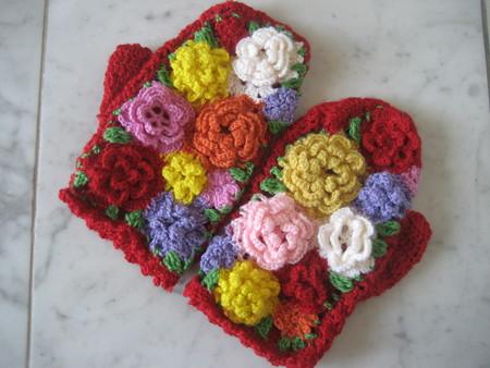 お花モチーフいっぱいのミトン