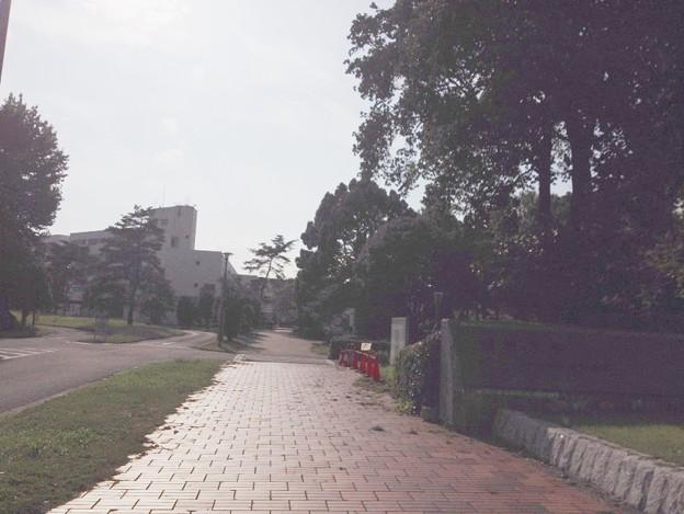 春日キャンパス正門
