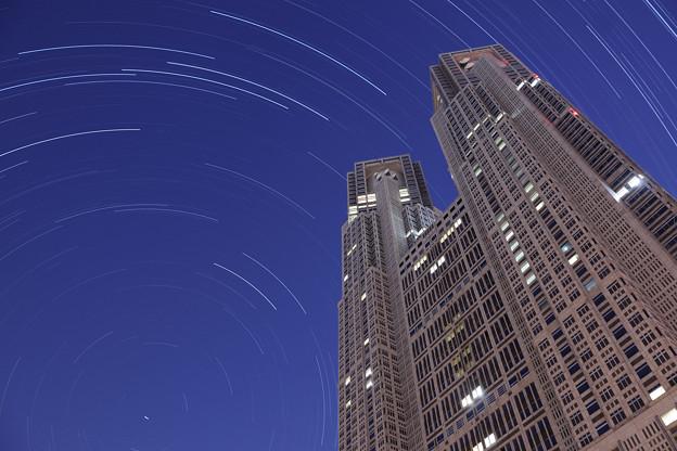 ☆北天の星空と東京都庁第一本庁舎
