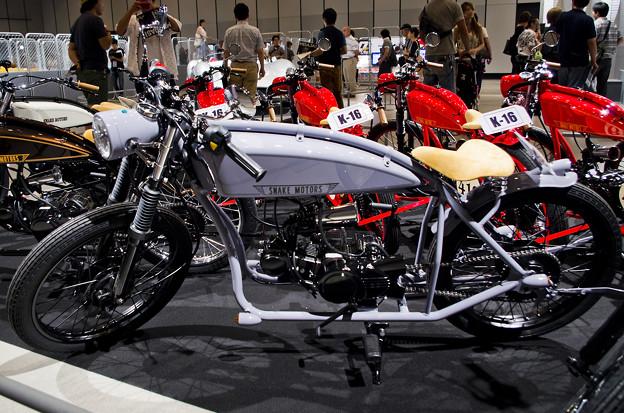 謎の男 #003 SNAKE MOTORS K-16_シルバー