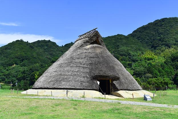 五斗長垣内遺跡(竪穴建物の復元)