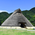 Photos: 五斗長垣内遺跡(竪穴建物の復元)