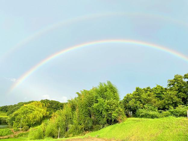 里山に架かる虹