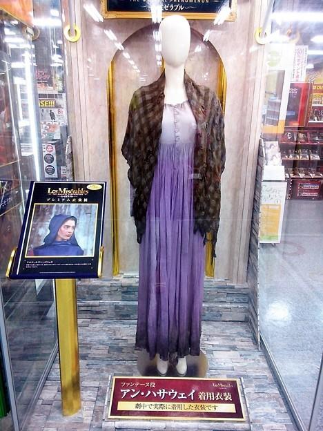 レ・ミゼラブル2012映画のファンティーヌ衣装の画像