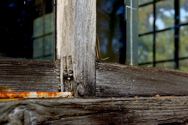 古びた窓枠