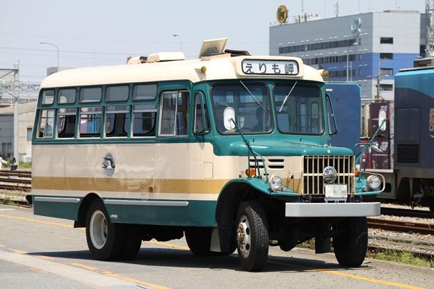 旧国鉄バス塗装 いすゞTSD40(えりも岬表示)
