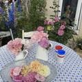 国バラガーデニング テーブルとバラ
