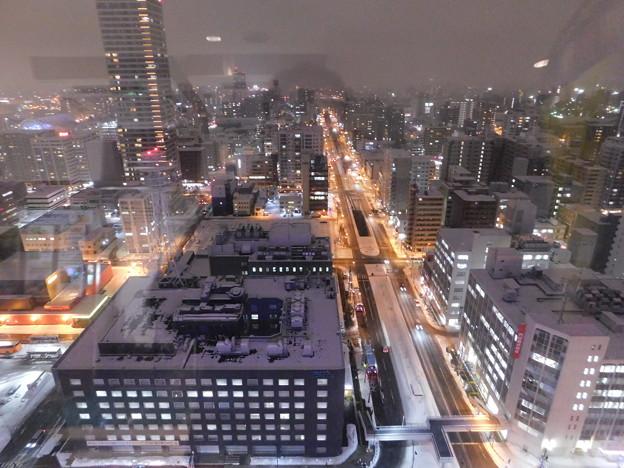 札幌市大通~さっぽろ雪まつり中のテレビ塔展望台夜景01
