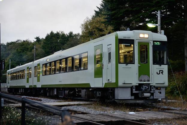 夕刻に清里駅を出発する下り列車