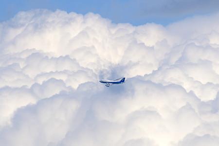 晩春に見た夏のような雲に乗って