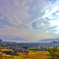 写真: 桜島と姶良市の街