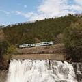 写真: 烏山線 滝とEV-301
