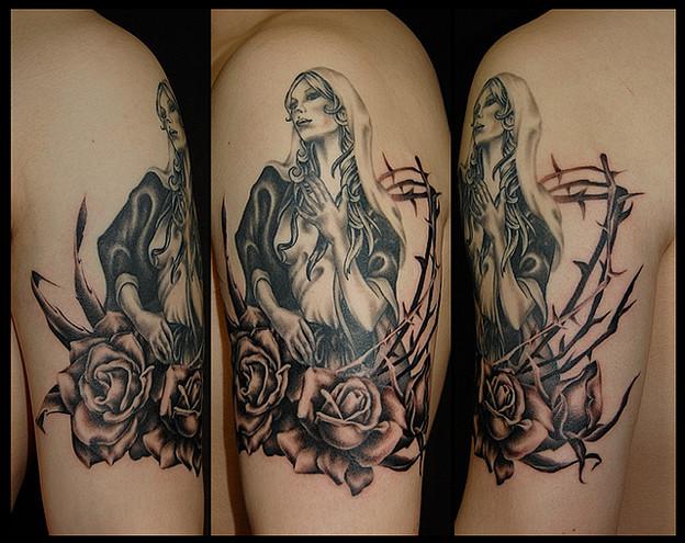 刺青 大阪 タトゥー,ブラック&グレー,マリア,薔薇,ワンポイントタトゥー,