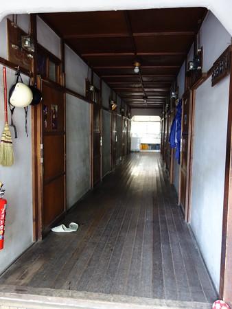 アパートの廊下 (大田区南久が原)